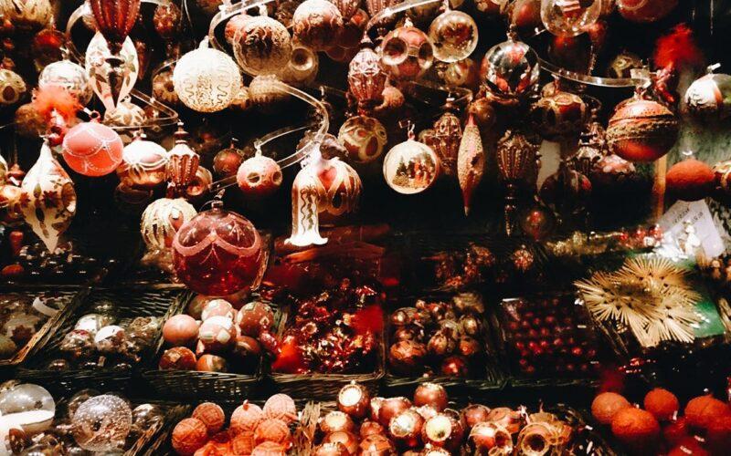 Bolas de natal no Christmas Market
