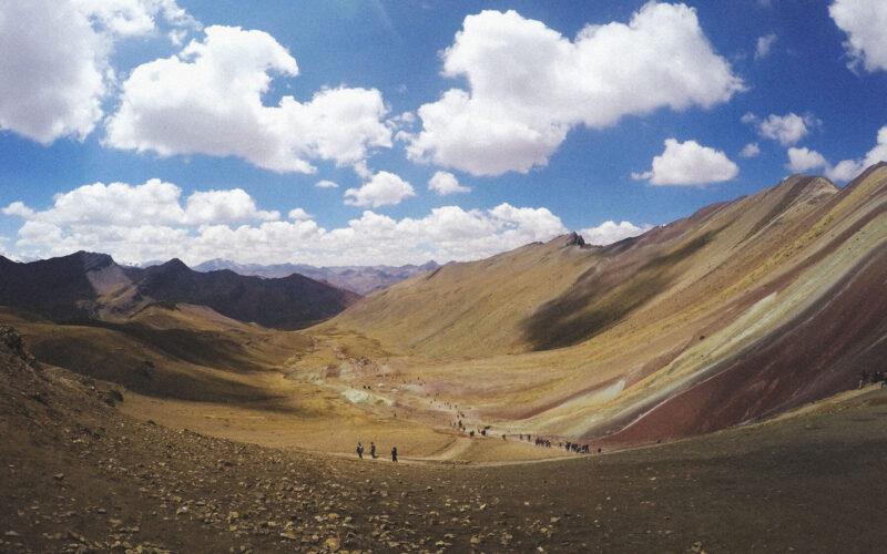 Pela trilha da Rainbow Mountain