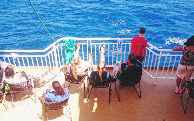 Balsa indo para Santorini