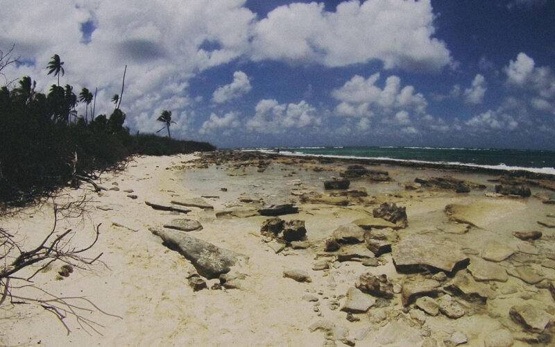 Praia lateral de Johnny Cay