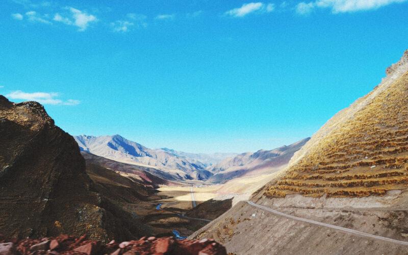 A caminho da Rainbow Mountain