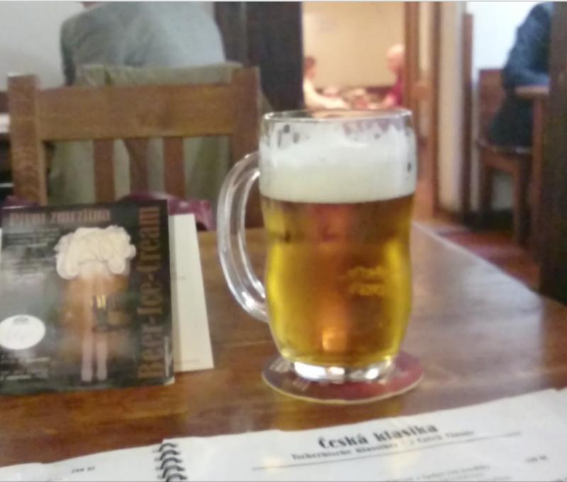 """""""Pequena"""" caneca de cerveja"""