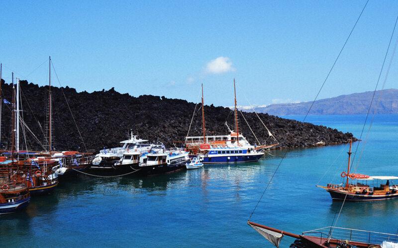 Passeio de barco e mergulho nas aguas do vulcão