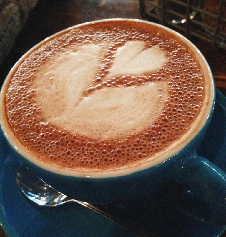 café na xicara no urban house cafe em bratislava