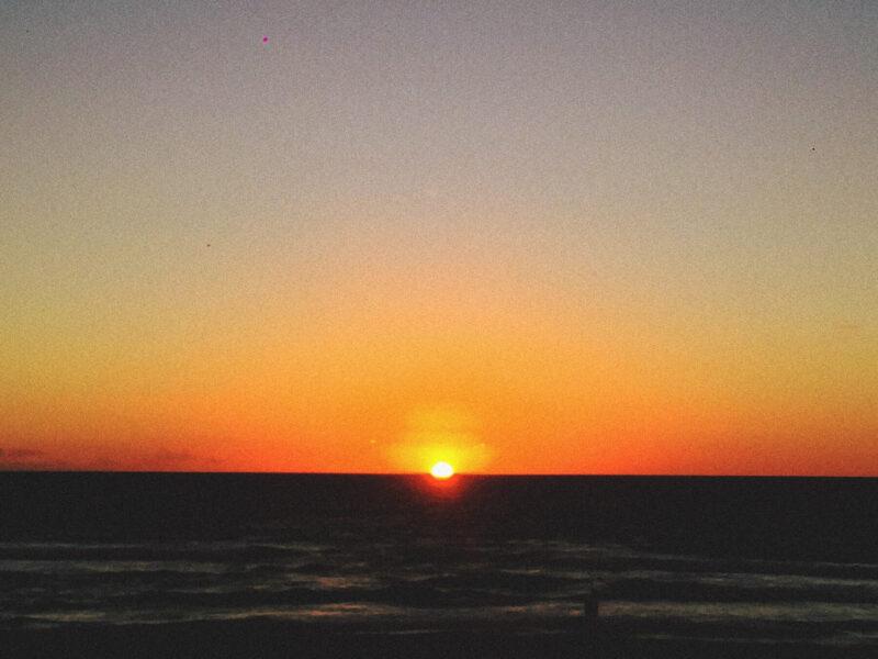Sol nascendo na Praia Chac Moo