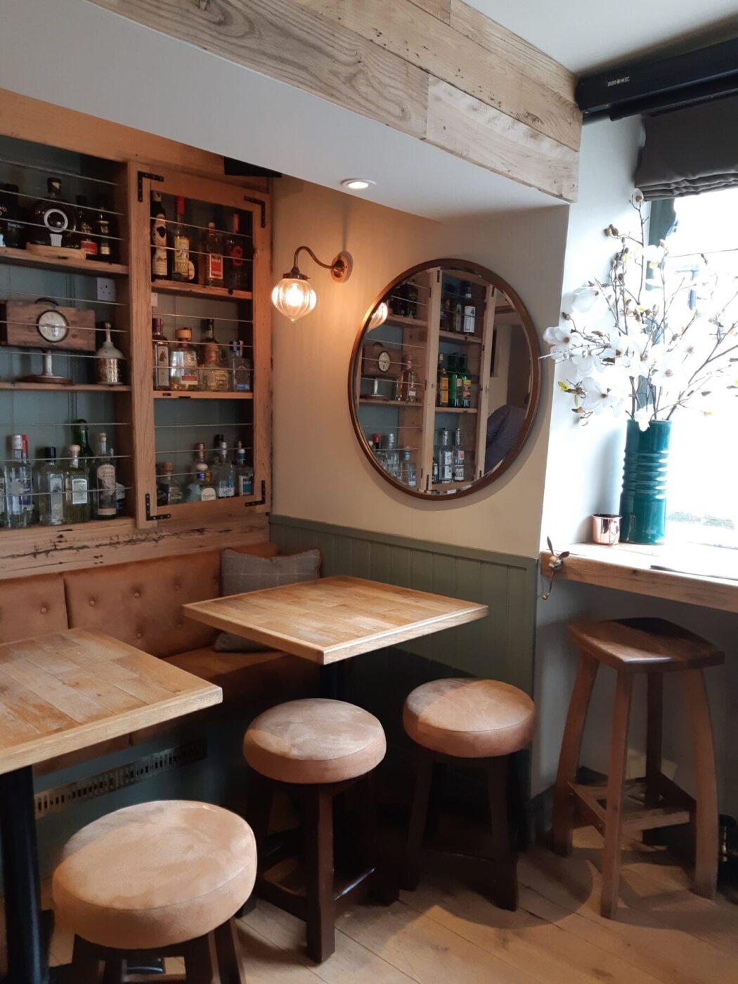 Bar do hotel The Griffin Inn, Bath